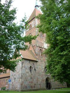 Im Jahre 988 verweilte Kaiserin Theophanu mit ihrem Sohn Kaiser Otto III. in Wildeshausen, unter anderem, im Kloster Wildeshausen an der Hunte. Die heutige Alexanderkirche ist die älteste Kirche im Oldenburger Land.