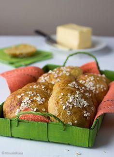 Kaura-porkkanasämpylät Finnish Recipes, Yummy Food, Tasty, Bread Board, No Bake Desserts, Scones, Bread Recipes, French Toast, Healthy Recipes