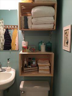 DIY crate shelves for bathroom! - Home Dekor Diy Bench Seat, Crate Bench, Barrel Furniture, Shelf Furniture, Crate And Barrel Rugs, Wooden Crate Shelves, Crate Decor, Bathroom Shelves, Washroom