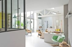 French apartment of designer Caroline Gomez uses colour strategically to highlight areas, create little events and delineate zones within the larger space. Living Room Modern, Home Living Room, Loft, Dream Home Design, House Design, Eames Rocking Chair, French Apartment, Piece A Vivre, Ideal Home