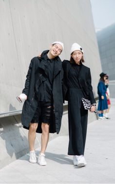 Street Style Look From Seoul Fashion Week