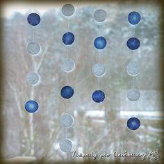 Sněhové koule na okně