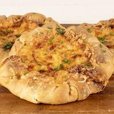 Εσείς θα βάλετε την παρέα και εγώ την καλύτερη συνταγή που θα την ενθουσιάσει!😉*Ανοιχτά τυροπιτάκια με πιπεριές*, σπιτική ζύμη και μπόλικη… Vegan Vegetarian, Vegetarian Recipes, Breakfast Pancakes, Greek Recipes, Food And Drink, Pizza, Turkey, Bread, Health