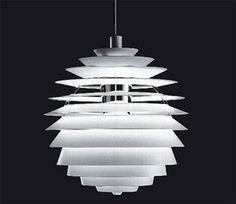 ■PH Louvre 1957年、デンマークのとある教会のためにデザインされた「PHルーブル」。球形の器具全体がなめらかな配光特性を示すように光が各シェードに同じ角度であたるよう緻密に設計されています。