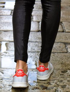 Walk with stan smith adidas stan smith red, stan smith outfit, sneakers l. Sporty Chic, Adidas Stan Smith Red, Looks Style, Style Me, Stan Smith Outfit, Baskets, Fashion Corner, Shoes Outlet, Shoe Boots