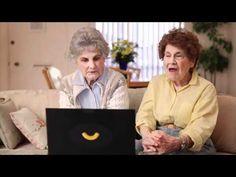 Kraft ha contratado a Dottie y a Frankie, dos abuelas que han comido macarrones con queso Kraft desde hace 75 años, para ser sus community managers durante tres días y conmemorar así el 75 aniversario de la empresa.