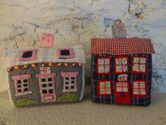 Petites maisons de village en mousse et textile, jouet ou décoration. de la boutique lafabriquedeCadot sur Etsy