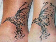 Czarne ptaki tatuaż na kostce