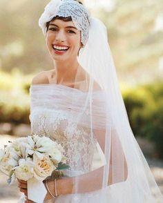 """[@cutrimodontologia] """"Sorria! Sorrir abre caminhos e desarma os mal humorados.""""😁  .  Se tem alguma coisa que te incomoda no seu sorriso, entra em contato com o pessoal @cutrimodontologia que eles vão te deixar com sorriso perfeito para o grande dia. Ligue agora e agende uma avaliação: (81)3223-0381 👰🏻😄    #noivasdobrasil #sorriso #ndbindica #Bride #noiva #sorriso #fornecedor #wedstar #odonto #dentebranco #lookdenoiva #odonto #instamood"""