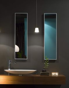 Powder Room - Exceptional styling with the minimum requirements....quality materials decor make this a perfect '10'.