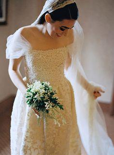 Bride in Lace Oscar de la Renta Wedding Dress | Brides.com