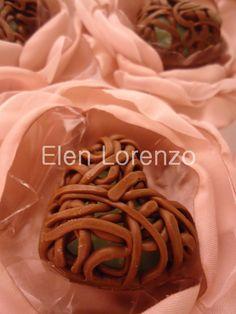 Coração de chocolate vazado.