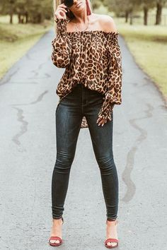 Off Shoulder Asymmetric Hem Leopard Blouses – Pearlzilla Source by mrsameri de moda mujer adulta Fall Outfits, Casual Outfits, Cute Outfits, Winter Fashion Casual, Autumn Winter Fashion, Leopard Blouse, Moda Vintage, Animal Print Blouse, Cardigan Fashion