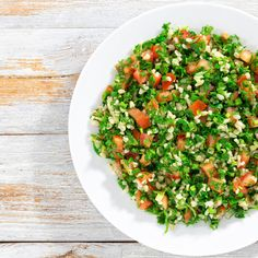 Take a different and delicious approach to salad by eating this crunchy, nutritious, and filling salad. Cauliflower Tabbouleh, Apple Salad, Salad Ingredients, Fried Rice, Vegan Vegetarian, Broccoli, Healthy Recipes, Healthy Meals, Lunch Box