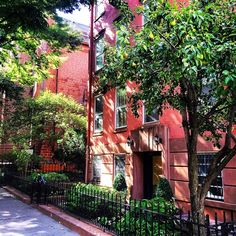 "living_nyc: ""My mom told me a couple of weeks ago that I post too many photos of brownstones (or ""red houses"" as she called it) and that I need to stop  Sorry mom!  #brooklynheights . . . Update: My mom saw the photo said ""oh god another red house?!?"" and then saw my caption and laughed hysterically  . . . . . . . . . . . . . . . . . . #wanderlust #travel #igers #ignyc #iloveny #igersnyc #instagood #instalove #instamood #instadaily #picoftheday #photooftheday #architecture #summer #home…"