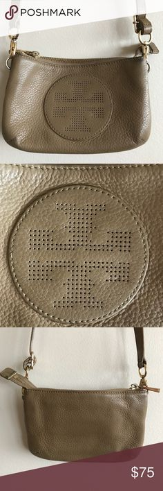💗Tory Burch Kipp Crossbody/Clutch Perfect small bag! Strap can be removed to convert it into a clutch. In fairly good used condition with some wear on the exterior and hardware as well as some stains on the lining. Priced accordingly.  ❎No trades  💎Shop with confidence! To assure you receive your item as described, I'll record in detail the packaging and shipping of this💎 Tory Burch Bags Crossbody Bags
