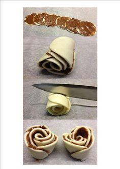 Ingrediënten: Nutella Bladerdeeg Bereidingswijze: Je kunt het maken van kant en klaar bladerdeeg, snij dit uit met een glas in cirkels en bestrijk deze met Nutella. Maak er net als met de appelroos…