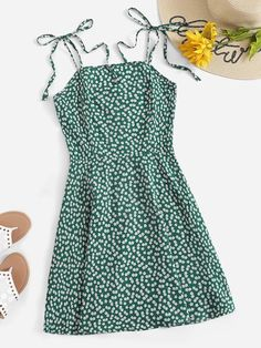 Product name: Calico Print Cami Dress at SHEIN, Category: Dresses Green Summer Dresses, Cute Summer Outfits, Cute Casual Outfits, Casual Dresses, Spring Outfits, Mode Pastel, Dress Outfits, Fashion Outfits, Dress Clothes