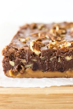 This Turtle Fudge is smooth, creamy and loaded with pecans and gooey caramel,