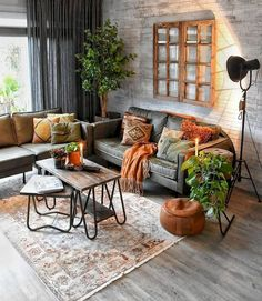 Best Living Room Wall Decor Eeveryone Love - Neat Fast Find the best living room ideas, designs & inspiration to match your style. Browse through images of living room decor & colours to create your perfect home. Cozy Living Rooms, Interior Design Living Room, Living Room Designs, Living Room Furniture, Rustic Furniture, Apartment Living, Apartment Design, Furniture Design, Antique Furniture