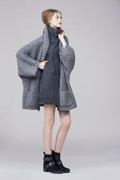 Grey felt wool dress and chunky knit cardigan, by Rachel Zoe