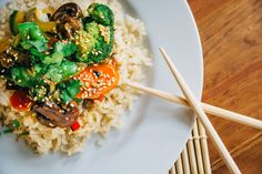 Clean Out The Fridge Stir-fry: 'real life nutrition' recipe by Chris Grimes Healthy Living Recipes, Healthy Eating Tips, Clean Eating, Healthy Carbs, Healthy Mind, Keeping Healthy, Evening Meals, Food Diary, Weight Watchers Meals