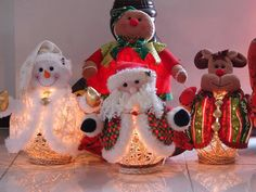 icu ~ Pin en dyi crafts ~ No how tos but bottom looks like string ball with lights Frascos luminosos Dyi Crafts, Snowman Crafts, Christmas Projects, Christmas Crafts, Christmas Storage, Christmas Snowman, Christmas Diy, Christmas Ornaments, Outdoor Christmas
