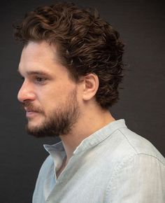 Kit Harington attending the Game Of Thrones Season 8 press conference in NY Kit Harington, Kit Harrington Short Hair, Hair And Beard Styles, Curly Hair Styles, Kit And Emilia, Kit Rose, Hottest Male Celebrities, Long Curly Hair, Hollywood Actor