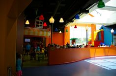 legoland Cafe - The snack bar is better than average. Nothing fried! There are semi-healthy options like packaged salads, deli sandwiches, and peanut butter, and also pizza, hot dogs, muffins, and pretzels. The prices, I'm glad to report, are very fair. You'll probably spend about $5 per person for lunch.