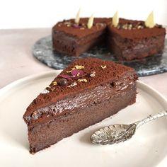 chokoladekage Gateau Marce super nem at lave. Baking Recipes, Cake Recipes, Dessert Recipes, Love Cake, Chocolate Desserts, Chocolate Chocolate, Marcel, Let Them Eat Cake, Cake Cookies