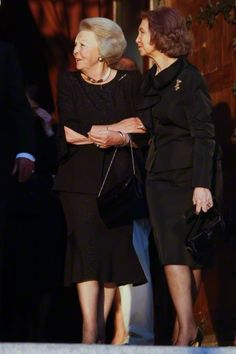 (L) Dutch Princess Beatrix and Queen Sofia attend the funeral mass and memorial service for the late Crown Prince Kardam of Bulgaria, at the Los Jerónimos church in Madrid.