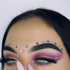 Perfect dramatic makeup for blue eyes pink crease shade with glitter wing and r Concert Makeup Blue crease dramatic Eyes glitter makeup Perfect pink shade wing Makeup Inspo, Makeup Inspiration, Beauty Makeup, Makeup Kit, Blue Eye Makeup, Glitter Makeup, Mode Disco, Carnival Makeup, Dramatic Eye Makeup