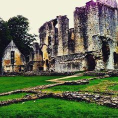 http://electroosmosisltd.co.uk #minsterlovell #minsterlovellhall #ruins #1430 #history #castel #heritage #englishheritage #england #exploringbritain #travel #dramaticscenery #Capturing_Britain