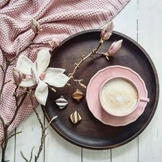 Flatlay, how to flatlay, inspiration, instagram photography ideas, how to flatlay, instagram photo styling, coffee, wooden plate, knit blancket styling