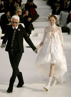 Take a look back at the supermodels turned brides who Karl Lagerfeld chose to close the Chanel Couture shows, from Linda Evangelista to Lily-Rose Depp, here. Chanel Fashion, Couture Fashion, Runway Fashion, High Fashion, Fashion Show, Fashion Design, London Fashion, Chanel Couture, Chanel Runway