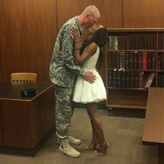 Gorgeous interracial military couple proves you can have cute photos of a courthouse wedding day :) Interacial Love, Interacial Couples, Black And White Dating, Dating Black Women, Black White, Interracial Family, Interracial Marriage, Interracial Art, Mixed Couples