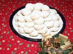 Κουραμπιέδες Τριπολιτσιώτικοι #sintagespareas Greek Sweets, Greek Desserts, Greek Cookies, Christmas Time, Sweet Tooth, Deserts, Breakfast Ideas, Food, Morning Tea Ideas