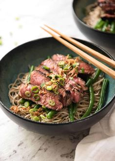 A fabulous fusion Japanese dish - an amazing subtle dressing that matches perfectly with juicy slices of beef and the noodles. Served at room temperature, this is a fantastic dish for summer! Soba Salad, Asia Food, Healthy Asian Recipes, Recipetin Eats, Japanese Dishes, Japanese Recipes, Ground Beef Recipes Easy, Soba Noodles, Dressing
