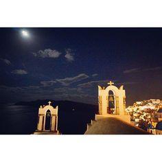 Instagram【scenery_travel5】さんの写真をピンしています。 《ギリシャ サントリーニ島  #バックパッカー#一人旅 #女子旅#世界#カメラ#カメラ好きな人と繋がりたい #カメラ女子 #ファインダー越しの私の世界 #風景#夜景#ヨーロッパ#島#beautiful #greece #santorini #night#travel #training #travelgram #camera #sony #sky#moon#worldtraveler #worldingram #world #worldplaces》