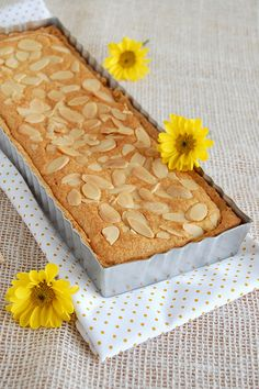 Lemon frangipane tart / Torta de frangipane e limão siciliano by Patricia Scarpin, via Flickr