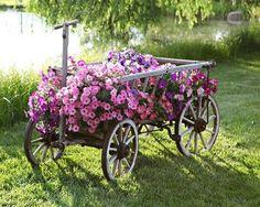 Làm mới sân vườn từ những món đồ tái chế