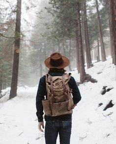 Rugged winter inspiration with a brown suede fedora leather backpack denim navy shacket Rugged Style, Style Men, Mens Fashion Suits, Fashion Shirts, Looks Style, Mode Inspiration, Fashion Inspiration, Belle Photo, Urban Fashion