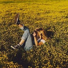 Immagine di girl, flowers, and yellow