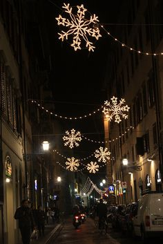 Christmas in Florence, Italy::I Love Snowflakes! Christmas In Europe, Christmas Travel, Outdoor Christmas, Christmas And New Year, Christmas Time, Italy Christmas, Xmas, Christmas Light Displays, Christmas Lights