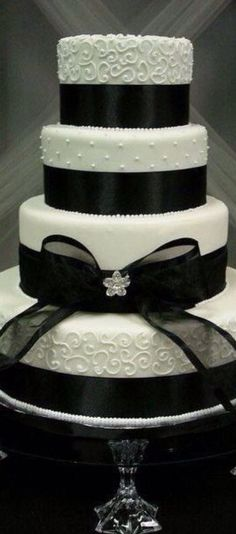 Wedding Cake -Black and White