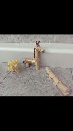 Cork Critters #kidscrafts #funonasnowyday #winecorks #recycle #freecycle