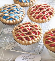 bake sale ideas Looking for a new way to decorate cupcakes? Try this pie-inspired method on Bake-Sale Pie cupcakes. Cherry Pie Cupcakes, Fun Cupcakes, Cupcake Cookies, Decorated Cupcakes, Amazing Cupcakes, Gourmet Cupcakes, Beautiful Cupcakes, Cupcakes Decoration Awesome, Themed Cupcakes