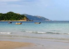 With its primitive and beautiful landscape, Binh Tien Beach in Cong Hai Commune, Ninh Hai District is one of the most beautiful sites in Ninh Thuan Province that attracts both domestic and foreign tourists.