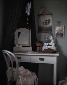 Black Accents, Modern Decor, Canopy, Mirror, Furniture, Instagram, Rooms, Home Decor, Children