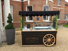 The perfect hire for weddings, birthdays, corporate events, parties. Served with real dairy ice cream, using organic milk.